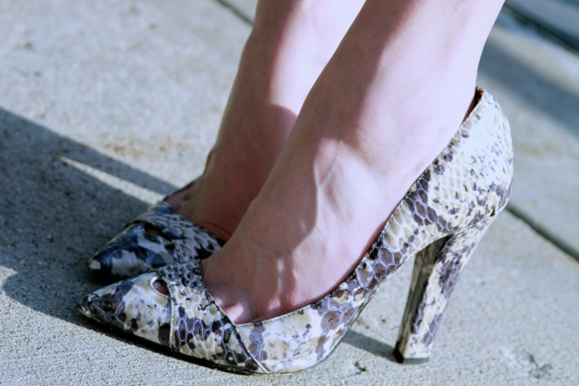 Lady-like Snake Print Shoes