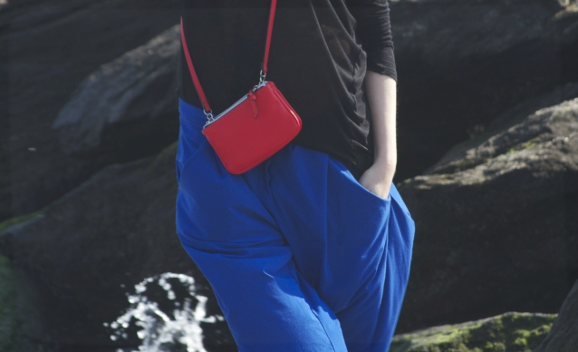 blue_harem_pants_red_crossbody_combination