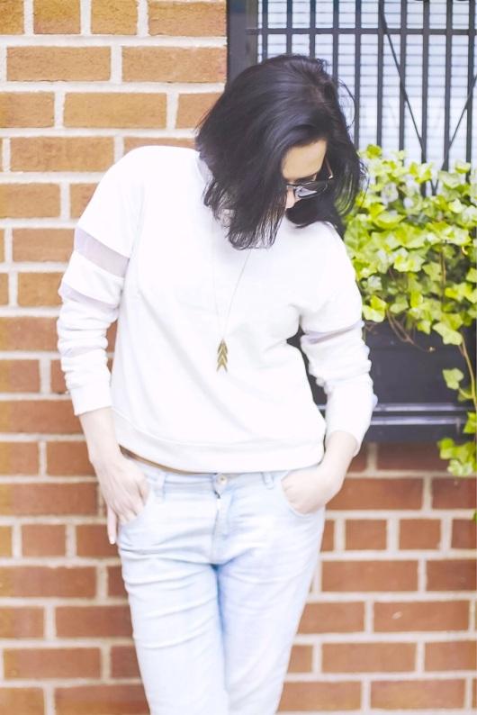 boyfriend_jeans_sweatshirt_trend_athletic.jpg