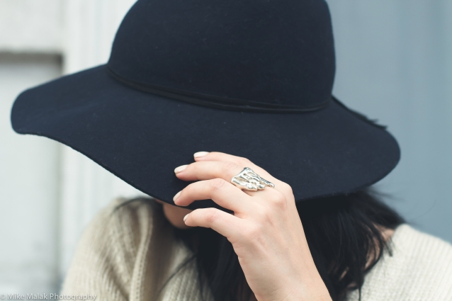 alona_jewelry_molted_silver_blue_floppy_hat