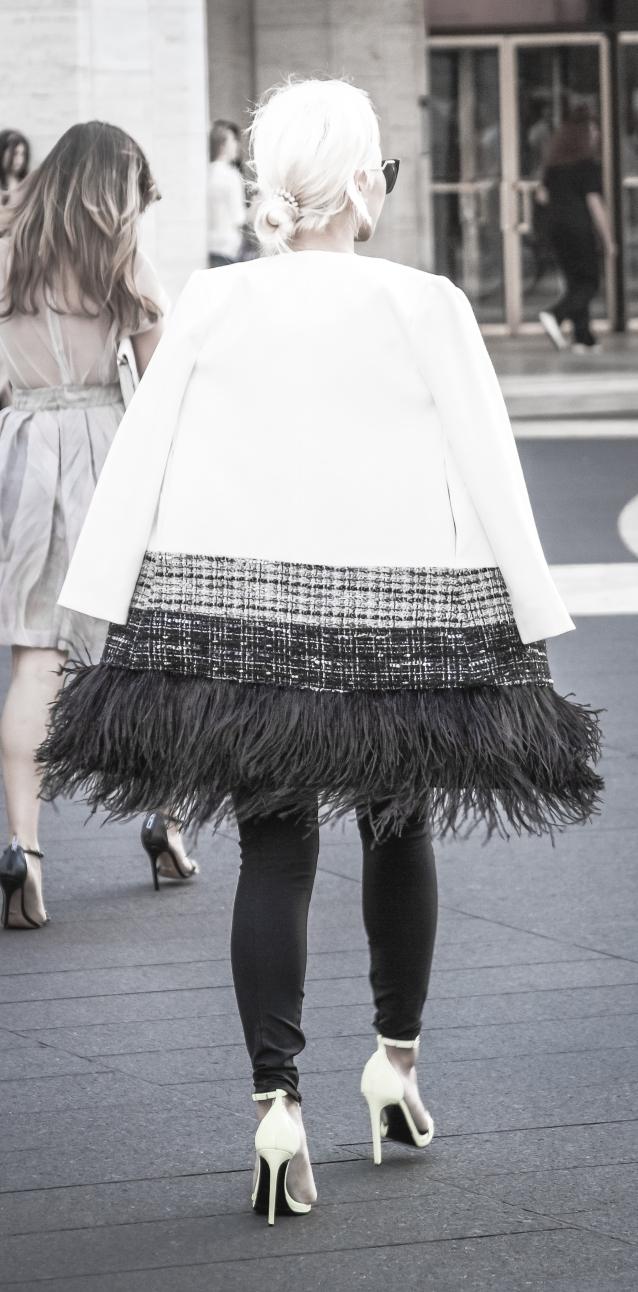 NYFW_street_feathers