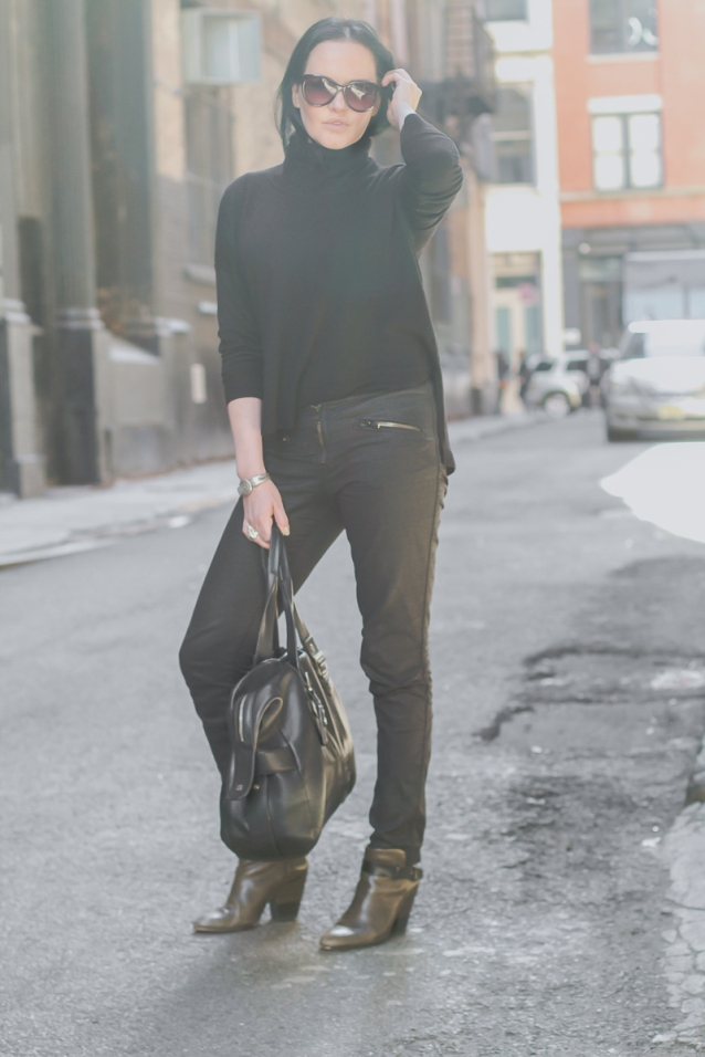 tom_ford_sunglasses_black_turtleneck