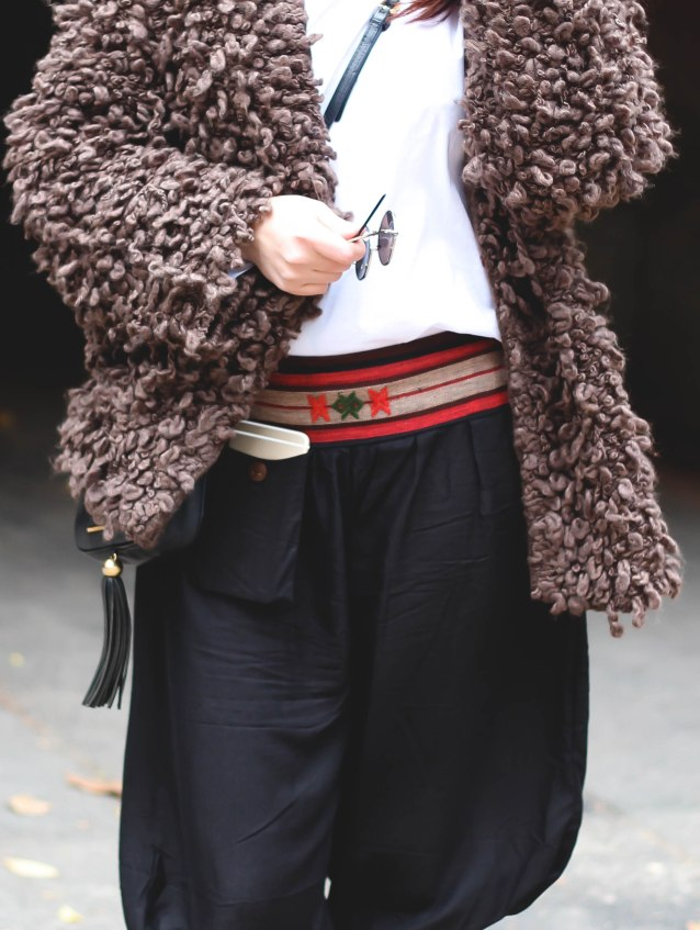 fall_look_2016_chunky_cardigan_blogger_marc_jacobs_tussel_purse_aladdin_pants_new_york (7 of 20)